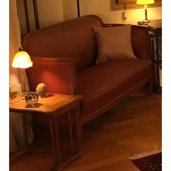 set saloniou kanapes, dio polithrones, exi karekles trapezarias, antikes tou 1920.  timi kanapes 850,00 €. - dio polithrones 850,00 €- timi exi kareklon 600 €, sinolo tou set saloniou 2300 €