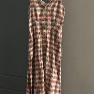 Ευκαιρία! Δροσερό Καλοκαιρινό φόρεμα με κουμπιά μπροστά και ράντα
