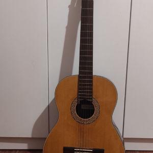 Κλασσική κιθάρα με θήκη και τρίποδα