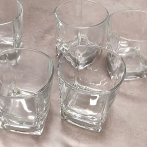 6 Ποτηρια ουισκι
