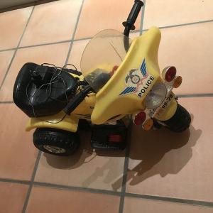 ηλεκτρικό παιδικό μηχανάκι