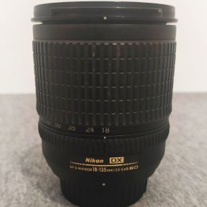 Nikon DX AF-S Nikkor 18-135mm1: 3.5 - 5.6G ED