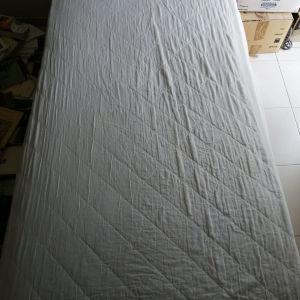 Πωλείται μονό κρεβάτι με αποθηκευτικό χώρο