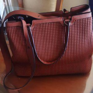 Πωλείται γυναικεία τσάντα Bartuggi