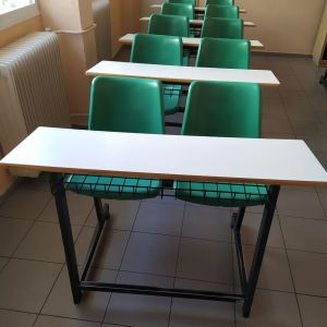 Θρανία με ενσωματωμένο κάθισμα-Καθίσματα αναμονής