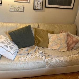καναπές δερματινος