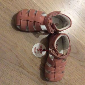 Βρεφικά παπούτσια kickers νούμερο 23