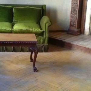 Αρχοντικό σαλόνι εποχής (καναπές, πολυθρόνες x 2, τραπέζι)
