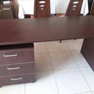 Γραφείο με συρταριέρα