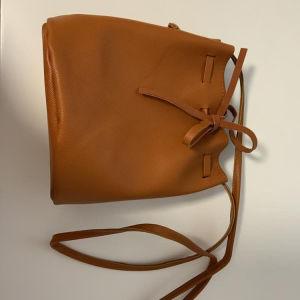 δερμάτινη τσάντα ώμου