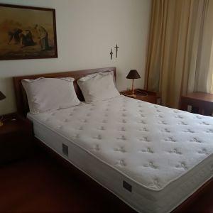 Κρεβάτι με δώρο τα 2 κομοδίνα + 1 φωτιστικό