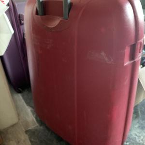 τεράστια βαλίτσα ταξιδιου