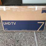 ΤΗΛΕΟΡΑΣΗ SAMSUNG UE43NU7022KΧXH 43'΄ Smart LED Ultra HD μέσα στο κουτί της.