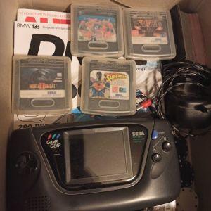 Sega game gear κονσόλα με φορτιστή και 5 παιχνιδια.