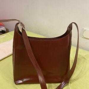 Μπορντώ τσάντα