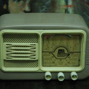 Ραδιο αντικα απο βακελιτηαναβει  το φως