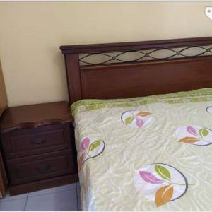Κρεβατοκάμαρα, μασίφ ξύλο καρυδιά κομπλέ με δύο κομοδίνα, τουαλέτα με καθρέφτη, συρτάρια με μηχανισμό, όλα σε εξαιρετική κατάσταση. Πώληση από 1100€ στα 600€ μαζί με το στρώμα (καινούριο 5 μηνών).