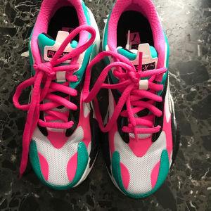 Αθλητικα παπούτσια Puma νουμερο 38,φορεμένα μια φορά.Υπαρχουν εξτρα κορδόνια λευκα για αλλαγή.