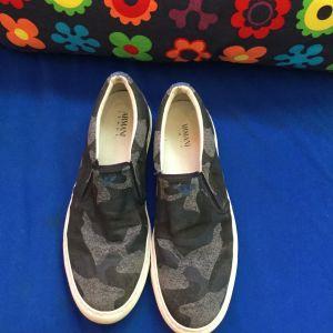 Πωλούνται παπούτσια τύπου casual σε εξαιρετική κατάσταση No 43 μάρκας ARMANI