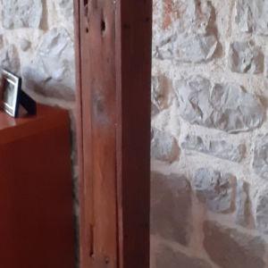 χειροποίητο ξύλινο φωτιστικό δαπέδου