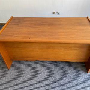 Διευθυντικό Γραφείο απο φυσική ξυλεία με συρταριέρα