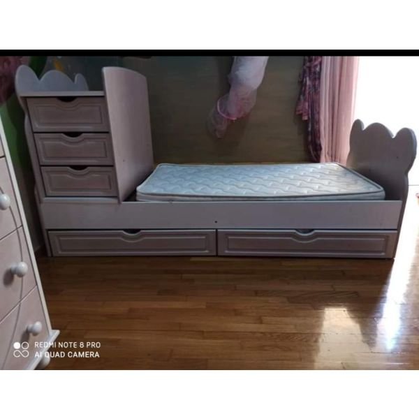 polimorfiki kounia krevati mazi me stroma ke sirtariera
