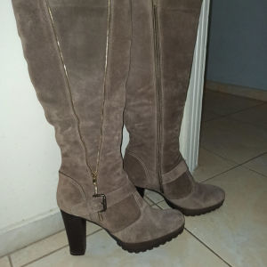 Πωλούνται γυναικείες σουετ μπότες