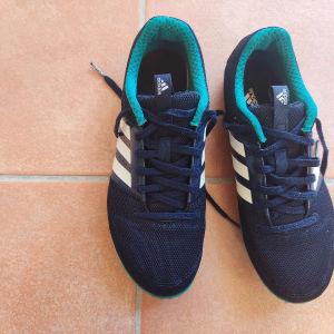 παπούτσια στίβου Αdidas n. 37 1/3  σε παρα πολύ καλή κατάσταση. τιμή 15 EUR