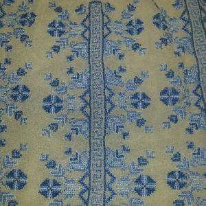 Μεταξωτή μπλούζα με σταυροβελονιά από παραδοσιακή φορεσιά.