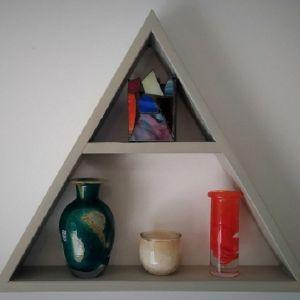 Τρίγωνο ράφι με σχέδιο