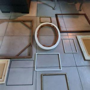 10 κορνίζες μεγάλες και μικρές ξύλινες, κατάλληλεςγια διάκοσμηση η κατασκευή.