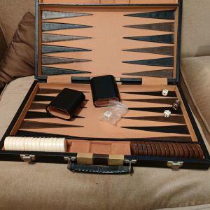 Τάβλι δερμάτινο βαλίτσα - τέλειο δώρο!40 ευρώ