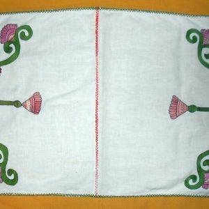 Μικρό έτοιμο κεντημένο σεμέν  (75 x 38 cm )