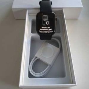 Apple watch σειρά 5 εξαιρετική κατάσταση με καινούριο φορτιστή και λουράκι εγγύηση άτοκες δοσεις