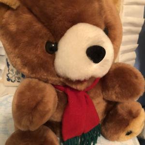 Αρκουδάκι λούτρινο χριστουγεννιάτικο