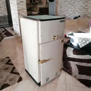Vintage συλλεκτικό τσιγγινο Ψυγείο του πάγου του 1950!!