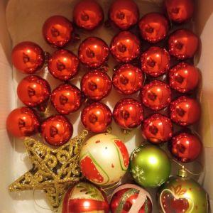 Μικρό Χριστουγεννιάτικο δέντρο με στολίδια/φωτάκια