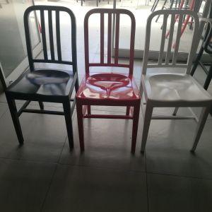 Καρέκλες αλουμινίου   σε αρίστη κατάσταση  Μαύρες 10 - κόκκινες 1 λευκές 1