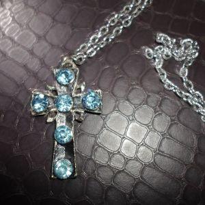 Σταυρός με μπλε πέτρες