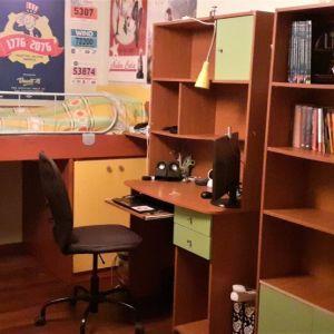 Πλήρες παιδικό/εφηβικό δωμάτιο σε πράσινο - κίτρινο χρώμα σε άριστη κατάσταση