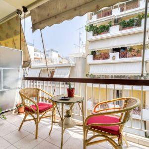 Ένα πανέμορφο διαμέρισμα 100 τ.μ. το οποίο συνδυάζει μοναδικά το παλιό με το σύγχρονο.