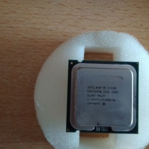 Επεξεργαστής Intel E2200 & ψήκτρα.