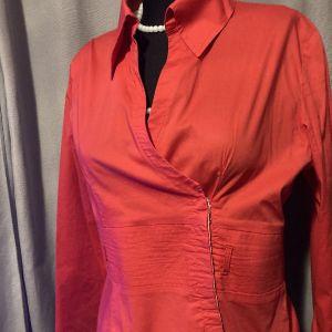 ιδιαίτερο κόκκινο πουκάμισο