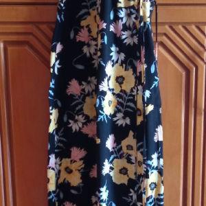 Μακρύ μαύρο φόρεμα με λουλούδια