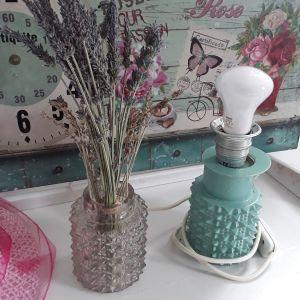 Σετ vintage γυάλινο φωτιστικο κ βάζο για ωραία διάκοσμηση. Όπως ακριβώς το βλέπετε στην φωτο.