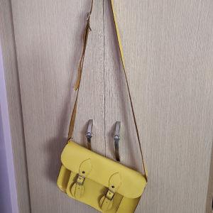 Δερμάτινη χιαστη τσάντα satchel σε υπέροχο κίτρινο λεμονί χρώμα.