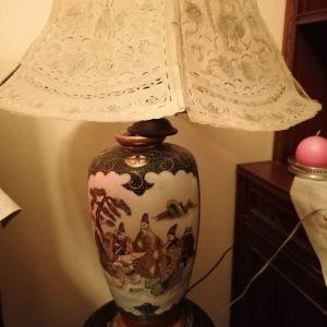 Καθισμα με λαμπατερ με ιαπωνεζικες παραστασεις