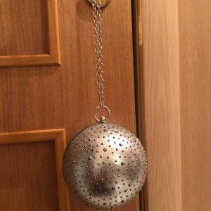 Τσαντάκι πολύ πρωτότυπο σφαίρα με τρουκς ασημί αχρησιμοποίητο