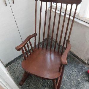 Κουνιστή πολυθρόνα ξύλινη