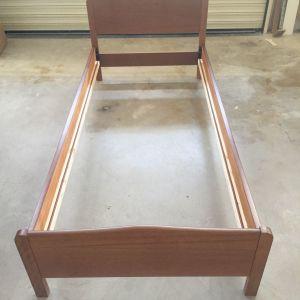 Μονό κρεβάτι ξύλινο (μπεζ ή γκρι)